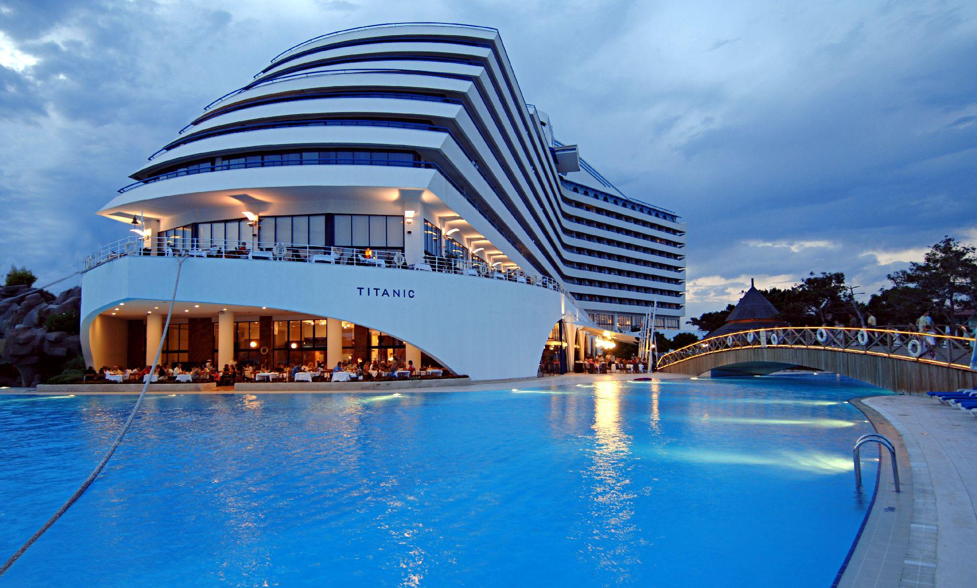 فندق منتجع التايتنك العريق في أنطاليا بتركيا