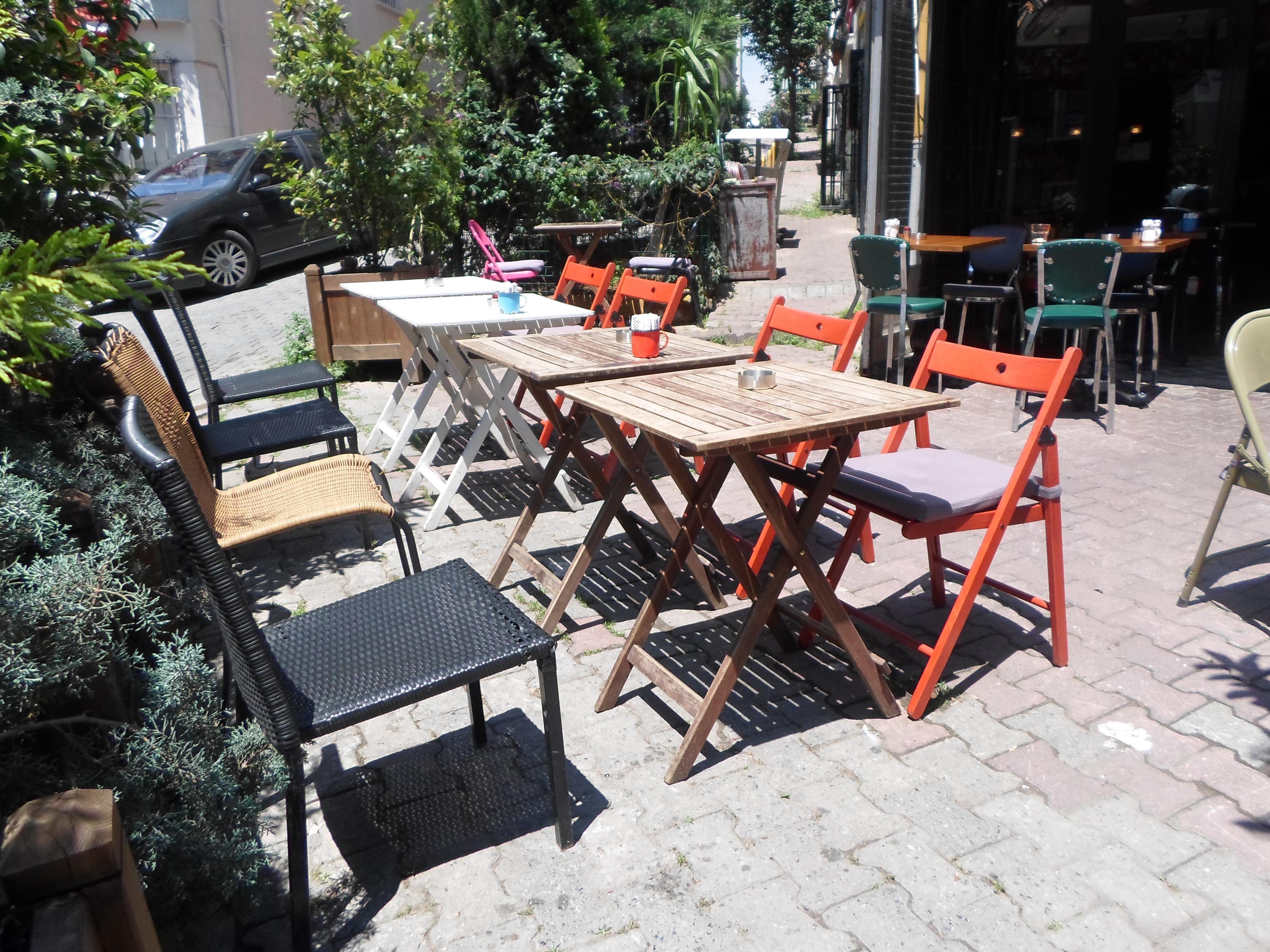 https://www.zomato.com/tr/istanbul/susam-cafe-1-cihangir-istanbul