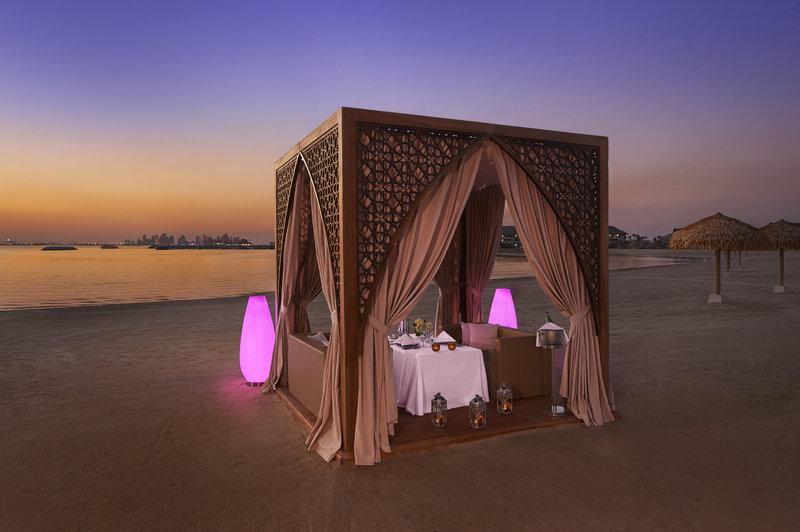 عشاء رومانسي في منتجع جزيرة الموز الدوحة