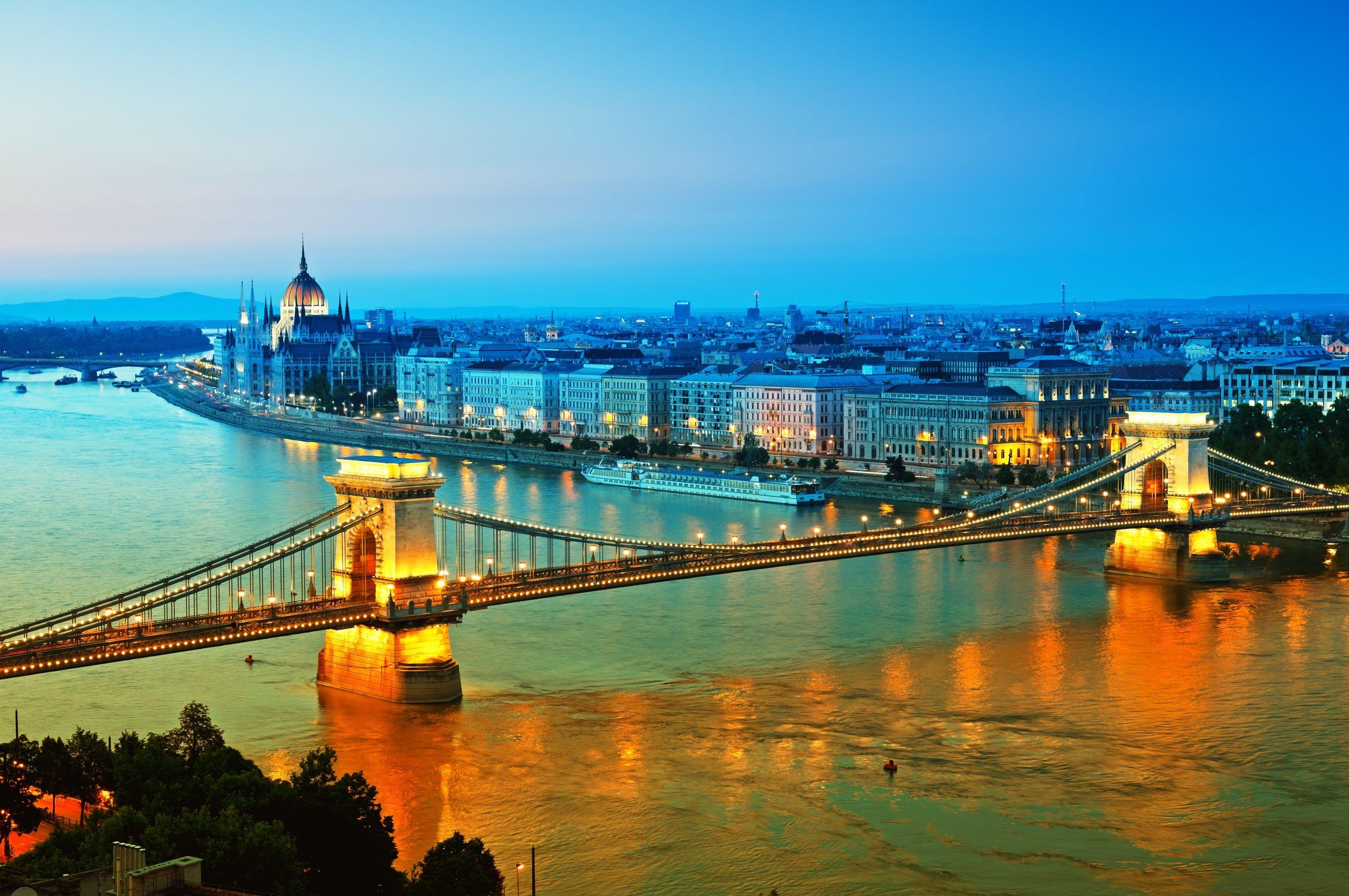 بودابست المجر سلسلة الجسر