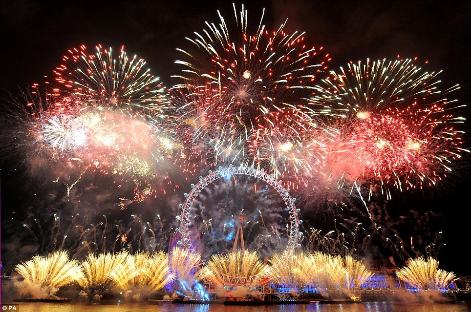 http://www.dailymail.co.uk/news/article-1343000/New-Year-2011-London-sees-New-Year-display-Thames.html