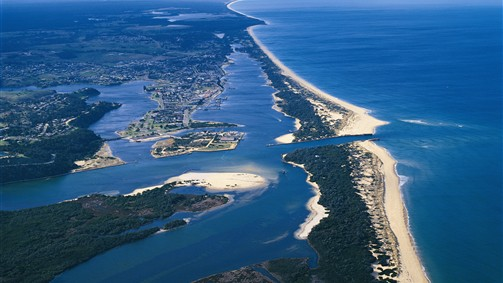 http://www.visitmelbourne.com/Regions/Gippsland/Things-to-do/Nature-and-wildlife/Lakes-and-waterways.aspx